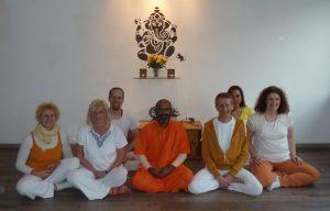 Swami Tattvarupananda und das Team der Yogagarage